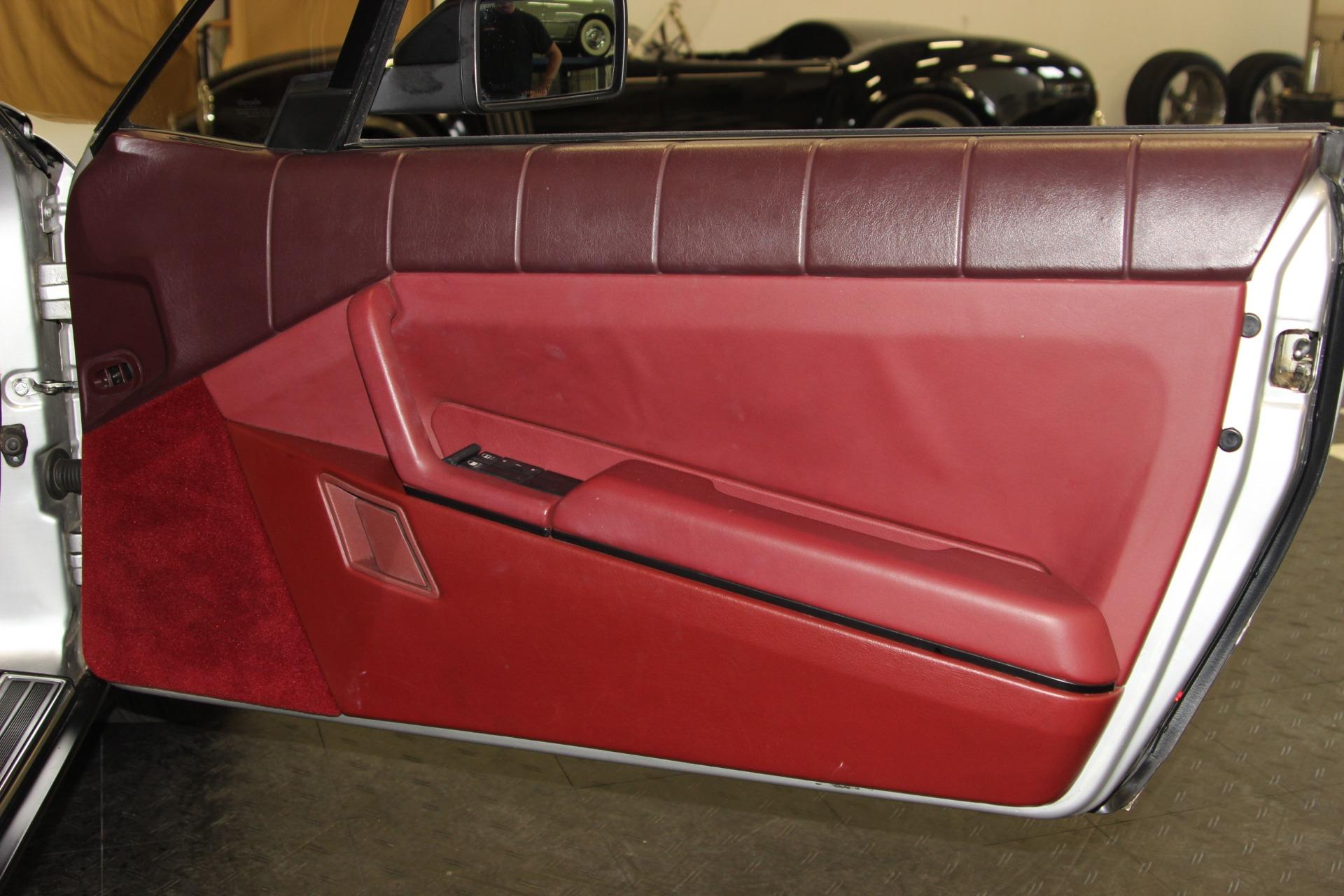 1987 Cadillac Allante 31
