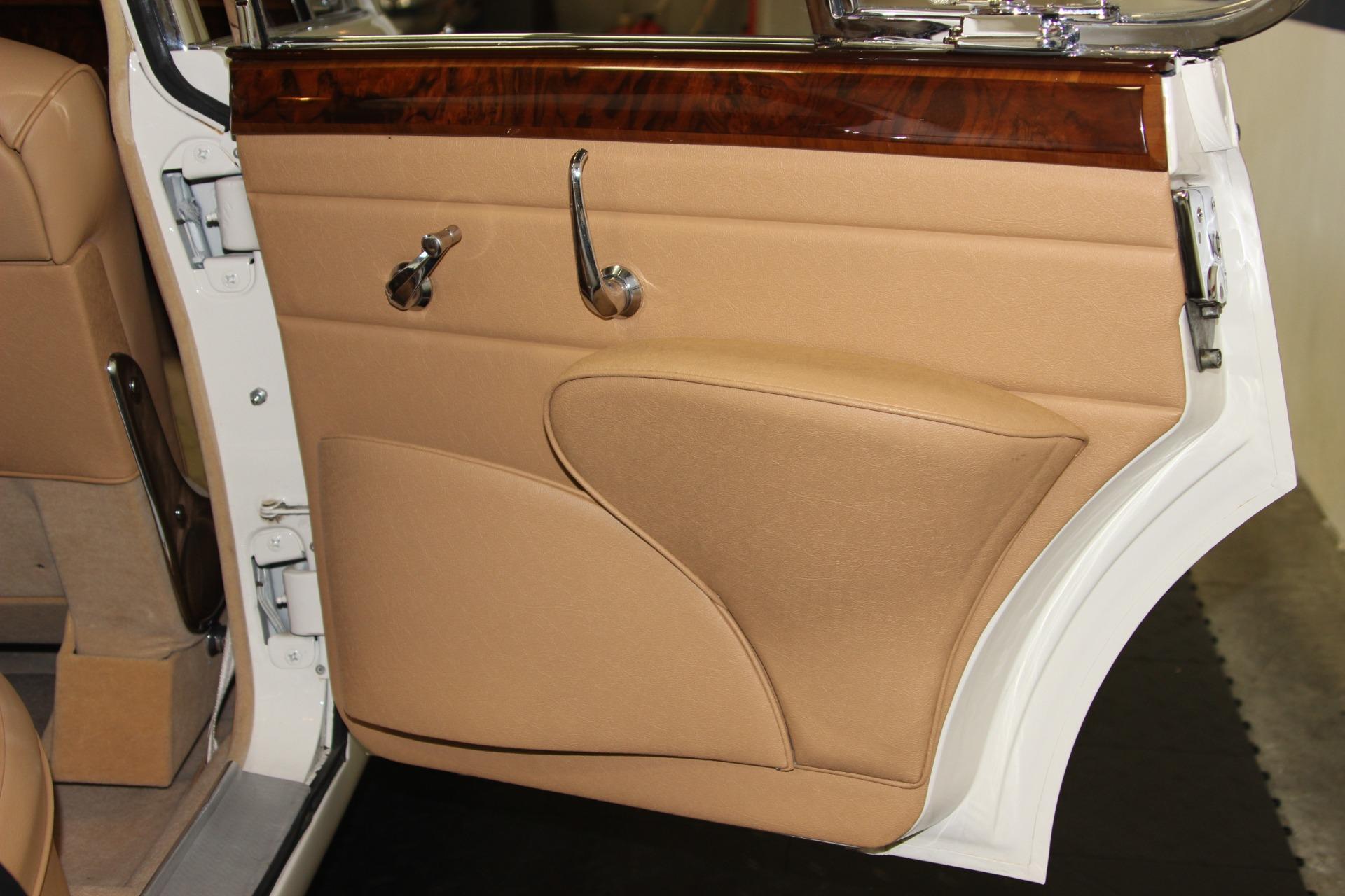 Used-1962-Jaguar-Mark-II-38