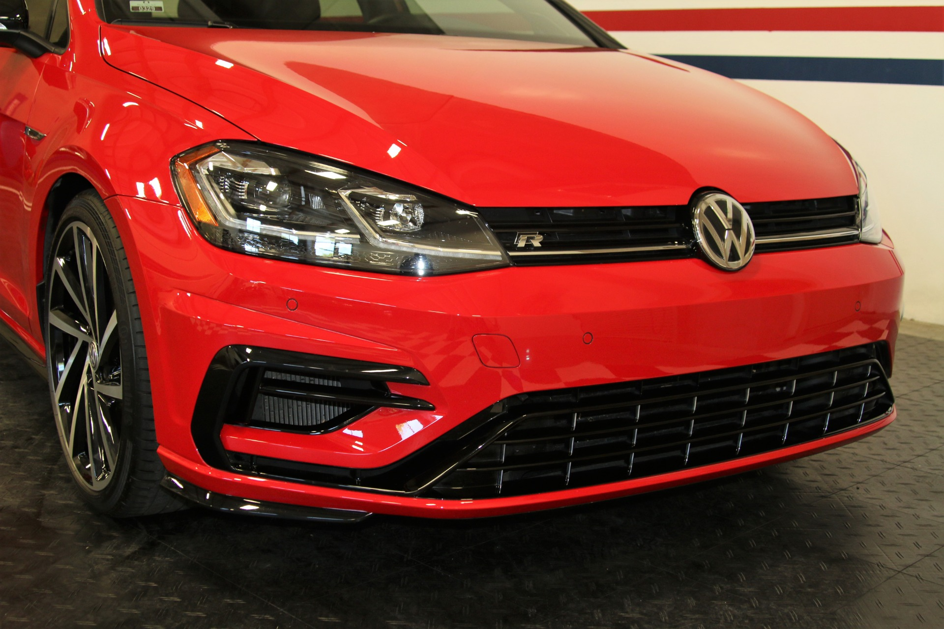 Used-2018-Volkswagen-Golf-R