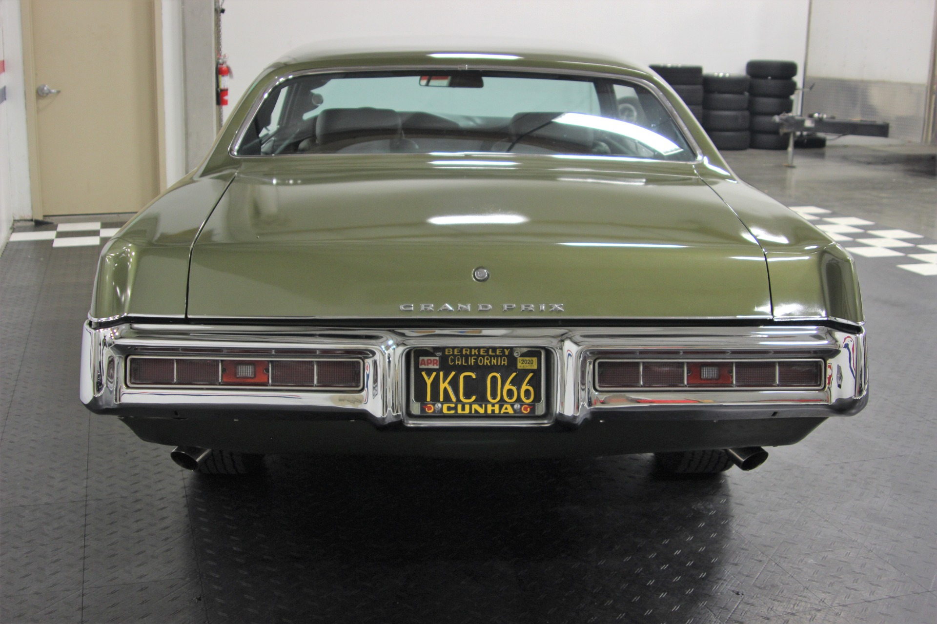 Used-1969-Pontiac-Grand-Prix-SJ