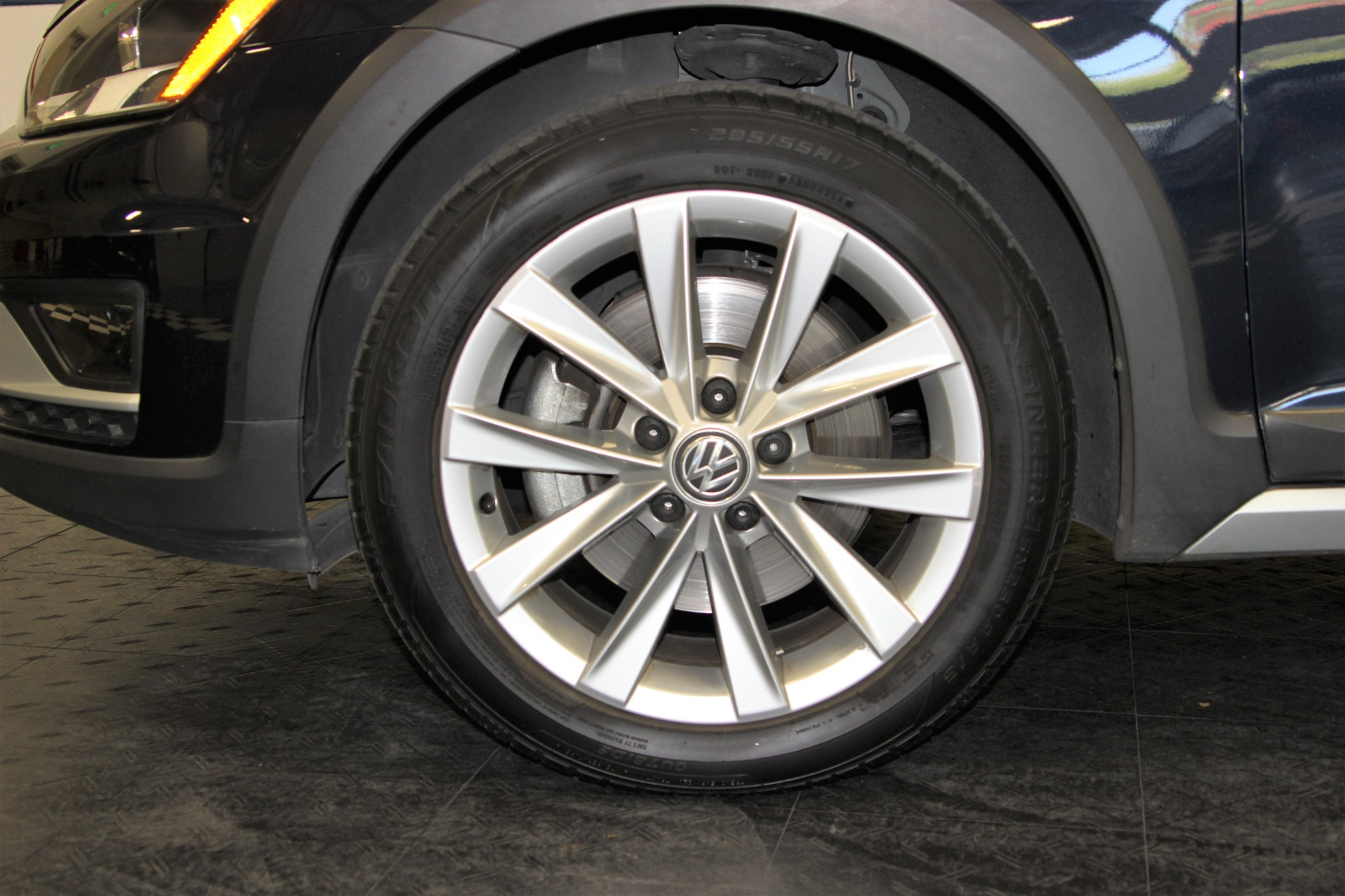 Used-2017-Volkswagen-Golf-Alltrack-TSI-S-4Motion