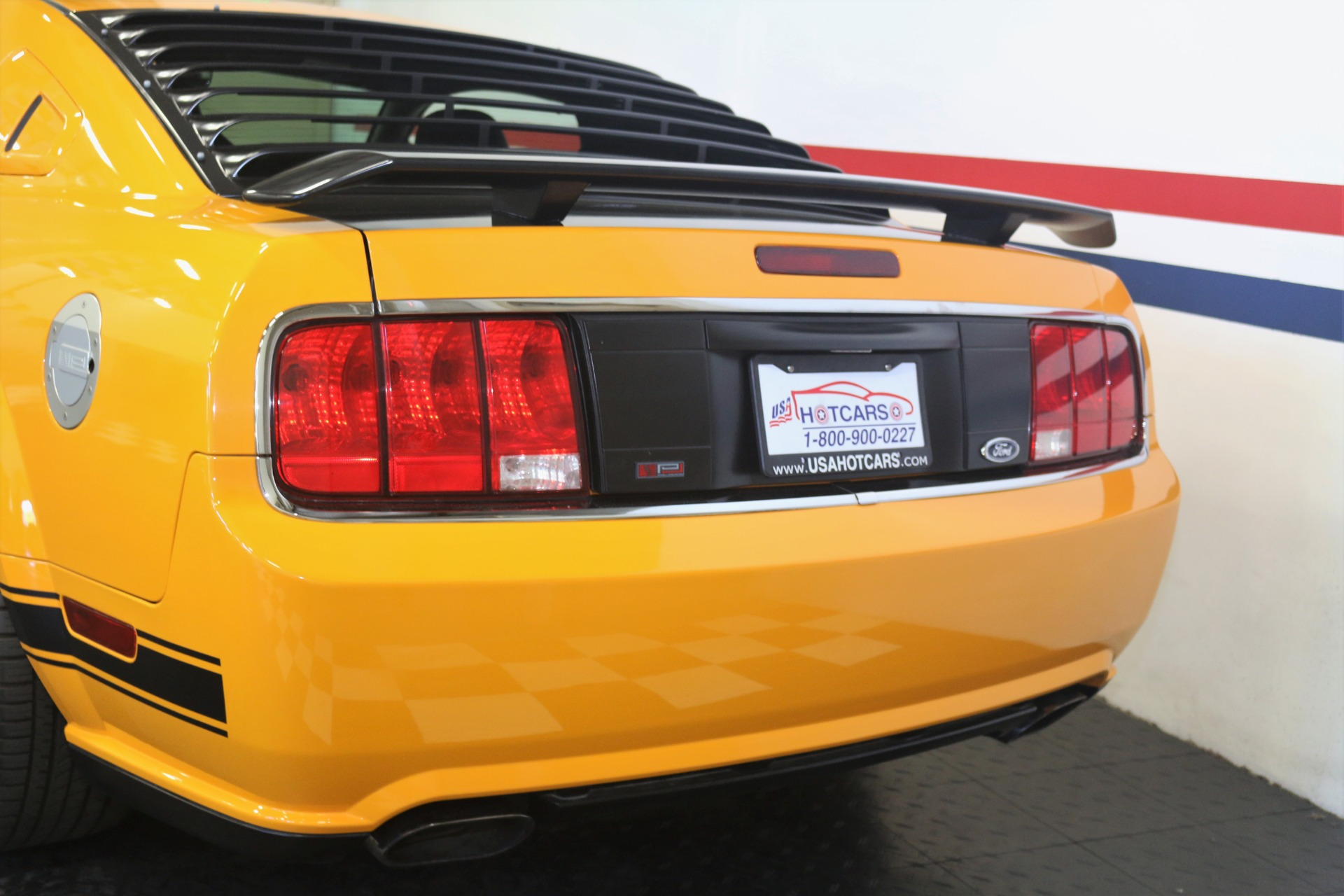 2007-Ford-Mustang-Saleen-Parnelli-Jones-Edition